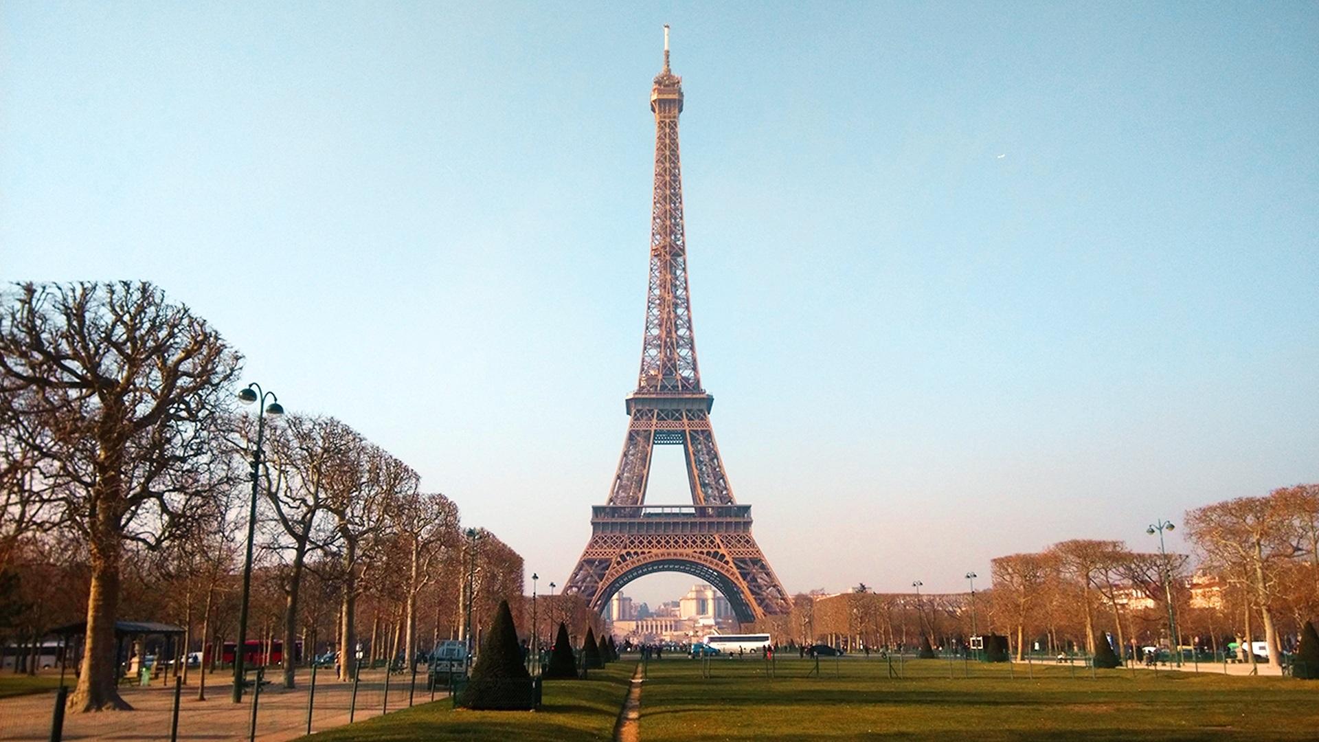 paris-2406492